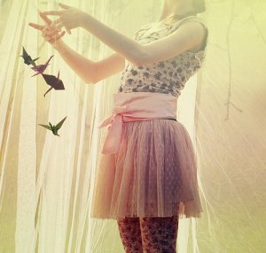 dress-girl-origami-peace-playing-Favim.com-226312_large